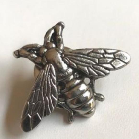 ec33894408f Silver Bumble Bee Pin Brooch Tie Tac Lapel Bea